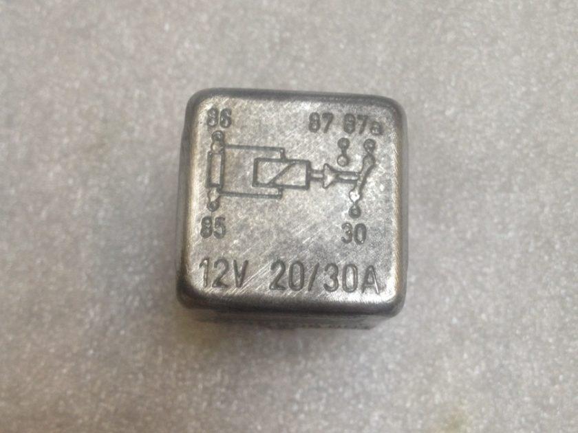 Relay mercedes 0332205001 0015422219 W123 W116 R107 W126 W115 SL SLC