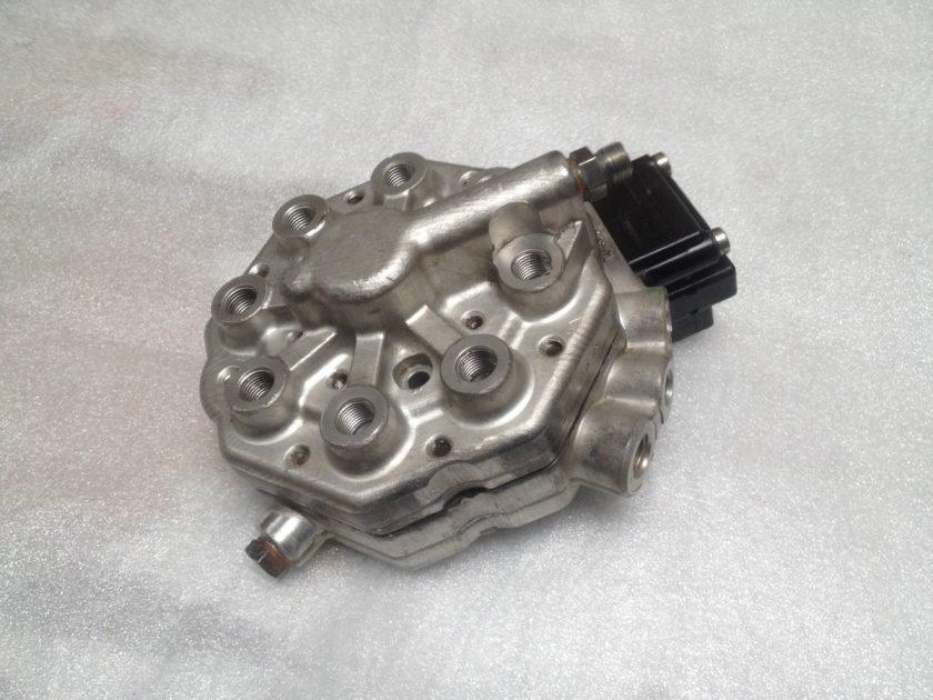 Mercedes Fuel distributor 0438101018 420 500 560 W126 R107 W123 SEC SL SLC