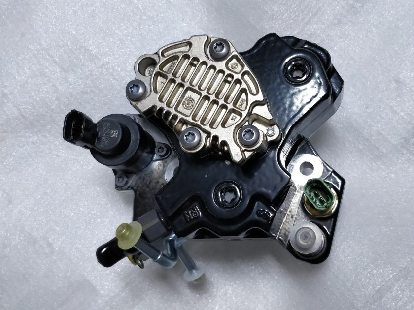 Toyota high pressure fuel pump diesel 1.4 D4D Yaris Auris 0445010258 221000W010