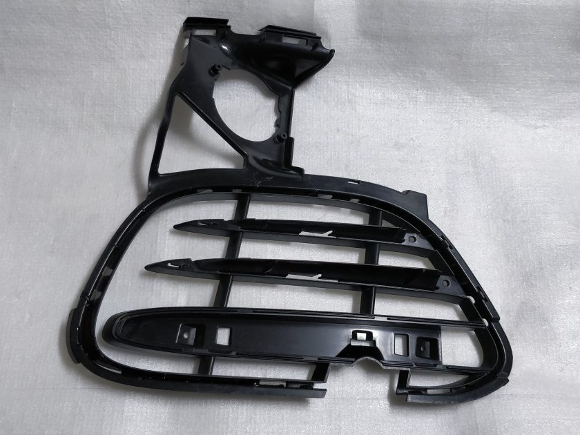 bumper grille insert Cayenne turbo II 958 7P5807681A LEFT