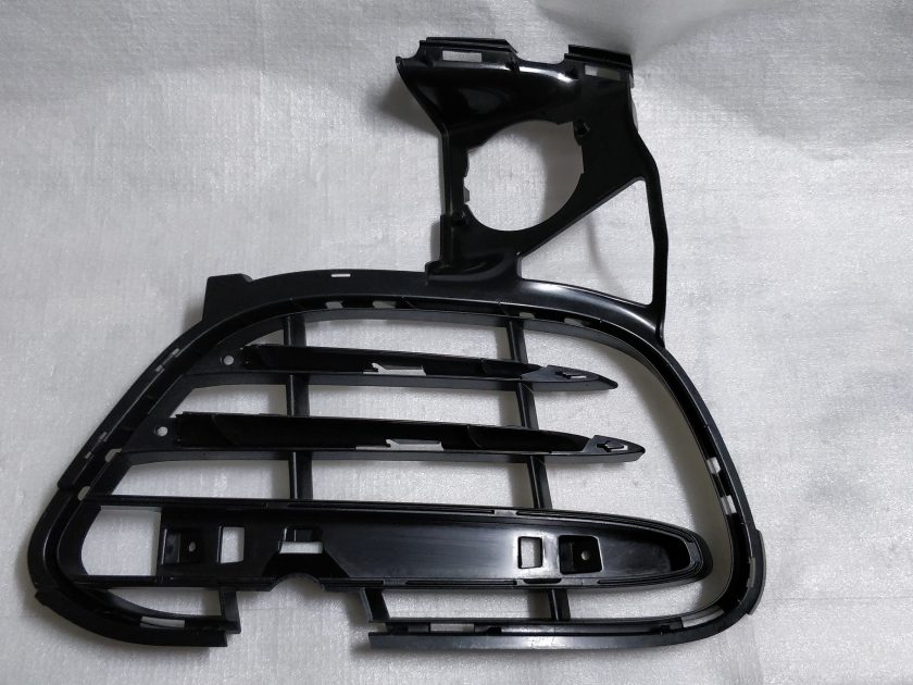 bumper grille insert Cayenne turbo II 958 7P5807682A RIGHT