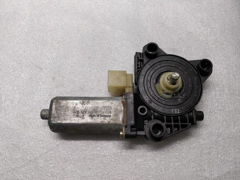window motor Rear Left W203 2002 0130822008(2)