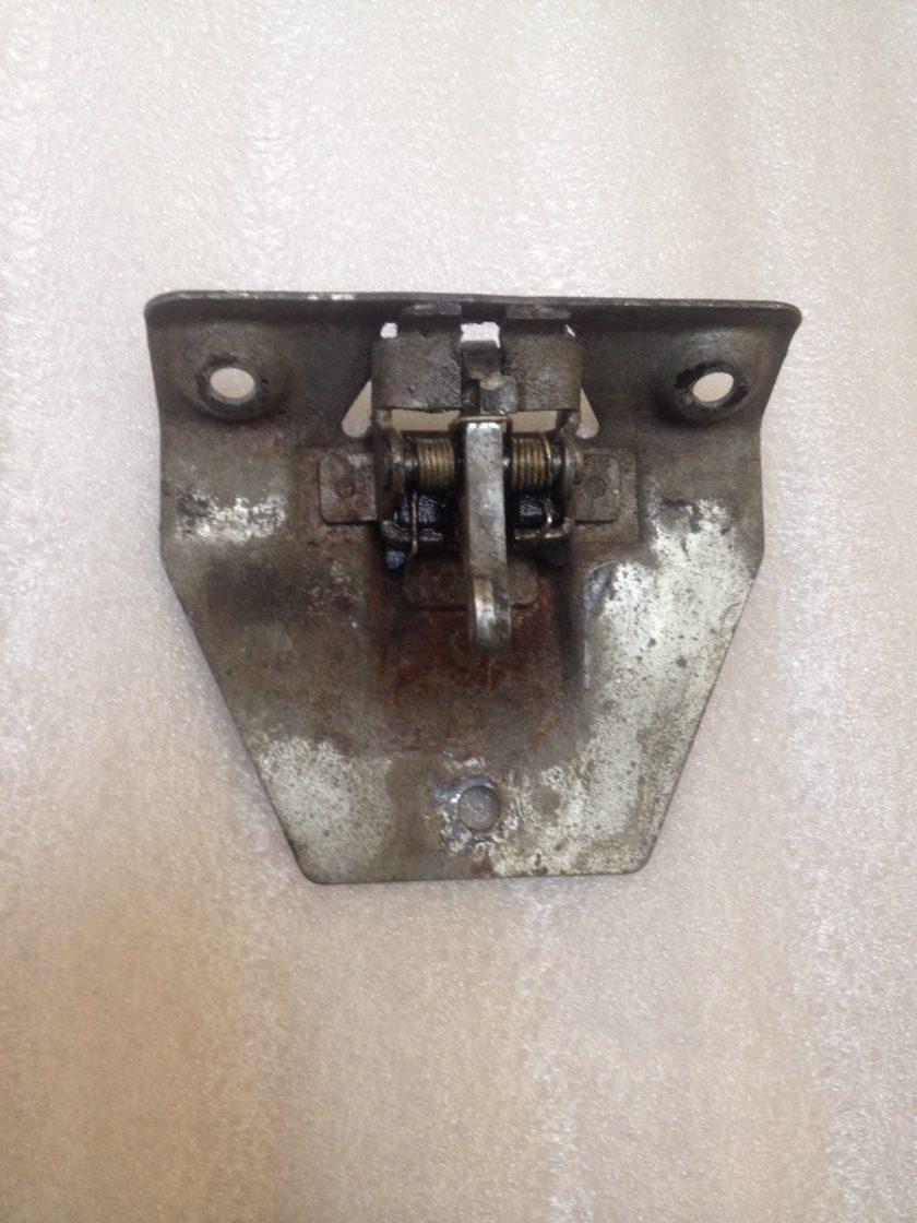 Mercedes R107 SL SLC boot lock latch